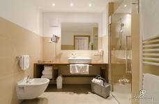 Alpenhotel Panorama: Bagno camera accessibile